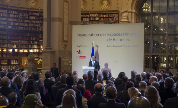 Les invités réunis en salle Labrouste écoutent le discours du président de la République.